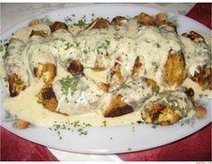 To je dobrota. Úžasne chutná omáčka s lahodným kuracím mäskom. Jednoducho perfektná večera, ktorá zachutí každému. SUROVINY: 2 ks kuracích pŕs 3 lyžice hladkej múky 2 vajciach 5 lyžíc strúhanky Soľ a korenie Olej Na omáčku: 300 ml smotany na varenie 1 lyžicu masla 100 g strúhaného parmezánu 2 lyžice Meat Recipes, Chicken Recipes, Cooking Recipes, Czech Recipes, Ethnic Recipes, Slovakian Food, New Zealand Food And Drink, Middle East Food, Good Food