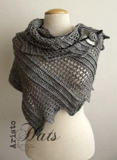 Helemaal happy met mijn nieuwste shawl : de drakenvleugel. Gemaakt met ongeveer 4,5 bol (50 gram per bol) stone washed van Xenos, haaknaald...