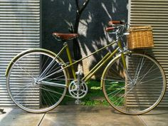 "Képtalálat a következőre: ""Vintage Raleigh mixte"" Womens Vintage Bike, Velo Vintage, Vintage Cycles, Vintage Bikes, Velo Retro, Retro Bike, Townie Bike, Bicicletas Raleigh, Peugeot"