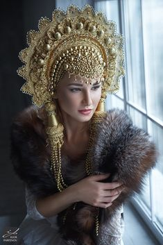 All bogged down: the Siberian woman sews unusual hats for the most beautiful girls of Russia Russian Beauty, Russian Fashion, Russian Hat, 4k Photography, Mode Russe, Belly Dancing Classes, Fantasy Costumes, Fairy Costumes, Tiaras And Crowns