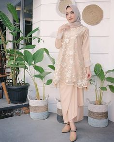 16 Ideas dress brokat tile for 2019 Kebaya Modern Hijab, Kebaya Hijab, Kebaya Muslim, Muslim Dress, Modern Abaya, Model Kebaya Modern Muslim, Model Kebaya Brokat Modern, Dress Muslim Modern, Hijab Gown