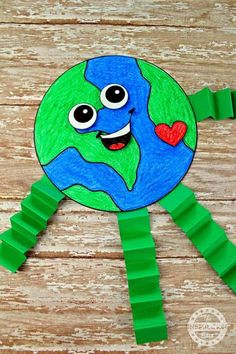 Fantastic Earth Day Craft And Activity For Kids Do you love Earth Day? It's a great opportunity to teach the kids and little ones to protect and care for the earth and the living things… Earth Craft, Earth Day Crafts, Planet Crafts, Earth Day Activities, Craft Activities For Kids, Daycare Crafts, Toddler Crafts, Spring Crafts For Kids, Art For Kids