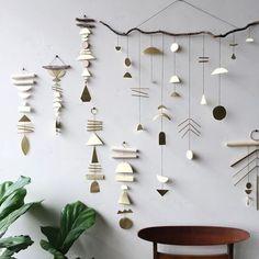 Geometric Brass Wall Hangings + Geometric Mobiles // Get the behind the scenes… Diy Arts And Crafts, Home Crafts, Diy Crafts, Mur Diy, Diy Girlande, Pinterest Design, Beautiful Houses Interior, Geometric Decor, Diy Clay