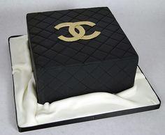 D7004 - simple chanel cake toronto