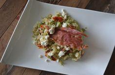 Een stamppot voor de zomermaanden. Bloemkoolstamppot zonder aardappelen en met een heerlijk stukje krokant gedroogde ham.