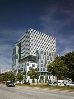 John and Frances Angelos Law Center / Behnisch Architekten
