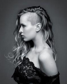 capelli ricci rasati da un lato - Cerca con Google
