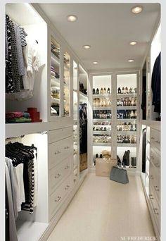 Begehbarer kleiderschrank tumblr  Kallax Regale als begehbarer Kleiderschrank | Master bed storage ...