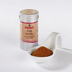 Mexikanischer milder Ancho-Chili, gemahlen   Ancho-Chili ist ein dunkelbraunes Pulver aus der weniger scharfen, mittelamerikanischen Ancho-Chilis-Frucht (Poblano-Schoten). Es schmeckt süßlich-fruchtig.  Es ist das typische...