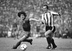 Diego Maradona and Íñigo Liceranzu during the final of the Copa del Rey (1984).
