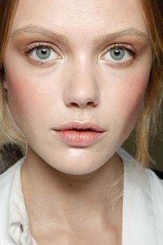 light mauve brown shadow. illuminating inner corners. peachy cheeks & lips. perfection!