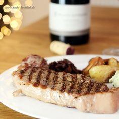 Steak mit hausgemachter Kräuterbutter und Zwiebelmarmelade