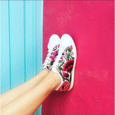ONI Zinacat¨¢n Floral Women's Fashion Sneaker, Casual Sneakers, Sneakers Fashion, Fashion Shoes, Shoes Sneakers, Painted Canvas Shoes, Painted Sneakers, Baskets, Oui Oui, Mexican Style