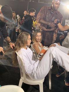 q: how many siblings do you have? Student Fashion, School Fashion, Estilo Gigi Hadid, Fashion Models, Women's Fashion, Fashion Tips, Teenage Dream, Bella Hadid, New People