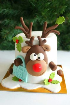 42 simple and easy Christmas cake ideas for this holiday - - Suppen - Kuchen Christmas Cake Designs, Christmas Cake Decorations, Christmas Cupcakes, Christmas Sweets, Christmas Cooking, Holiday Cakes, Xmas Cakes, Reindeer Christmas, Christmas Recipes
