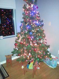 Find bob Bob, Christmas Tree, Chicken, Holiday Decor, Home Decor, Homemade Home Decor, Bob Cuts, Xmas Tree, Xmas Trees