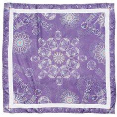 Mascada con diseño inspirado en la Filigrana color lila.
