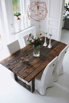 Farmhouse Dining Table Ideas for Cozy Rustic Look Dining Room Design Cozy Dining Farmhouse Ideas rustic Table Table Plancha, Sweet Home, Rustic Table, Kitchen Rustic, Old Wood Table, Reclaimed Wood Dining Table, Kitchen Decor, Old Tables, Timber Table