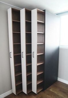Ausziehbare Bücherregale / Bücher im Innenraum . - Room Inspo Extendable bookshelves / books in the interior . - Room Inspo - # books # bookcases and organization ideas House Design, Room Design, Closet Bedroom, Home Decor, Closet Organization Designs, Closet Designs, Amazing Closets, Home Diy, Storage