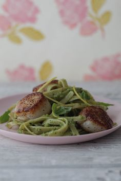 Almond-pesto fettuccine with pan-seared scallops. Sounds great, right?! The recipe: http://ow.ly/e2Z2r