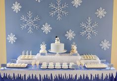 Don't you love this gorgeous white Christmas Dessert Table. Winter Birthday, Frozen Birthday Party, Frozen Party, Birthday Parties, Christmas Bridal Showers, Winter Bridal Showers, Baby Shower Winter, Shower Baby, Girl Shower