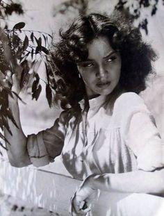 Tumblr est un lieu où vous pouvez vous exprimer, apprendre à vous connaître, et créer des liens autour de vos centres d'intérêts. C'est l'endroit où vos passions vous connectent avec les autres. Hollywood Star, Hollywood Walk Of Fame, Classic Hollywood, Jennifer Jones, The Towering Inferno, Joseph Cotten, Lillian Gish, Sophia Loren Images, John Huston