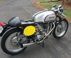 A period build with a pre-war engine, this Norton International has been built to look like the iconic Manx. Though it's titled as a 1957, the engine is from twenty years prior. Highlights of the build (VIN: 7569779X100) include alloy fuel and oil tanks, Dunlop WM2 alloy rims, vintage Avons, BTH racing magneto, custom Isle of Man logo steering damper ...