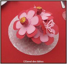 """Fleurs milieu de table dans le cadre d'une déco """"papillon""""."""