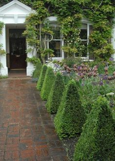 Modern Country Style: How To Use Topiary In A Modern Country Garden Click throug. Modern Country S Front Gardens, Outdoor Gardens, Modern Gardens, Japanese Gardens, Small Gardens, Modern Garden Design, Landscape Design, Garden Frame, Corner Garden