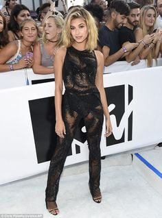 Hailey Baldwin shows model figure in see-through jumpsuit at MTV VMAs