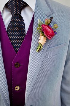 OMGosh, really? What a great combination of colors and patterns to liven up the groomswear. #groom #suit