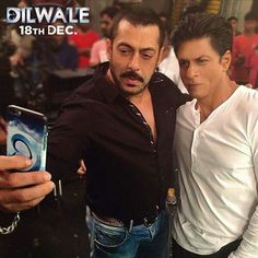 Salman Khan clicks a selfie with Shah Rukh Khan. Bollywood Actors, Bollywood News, Kareena Kapoor Khan, Selfie Time, Shahrukh Khan, Celebs, Celebrities, How To Look Better, Handsome