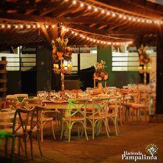 Antes de empezar a crear tu lista de invitados, pregunta a tu organizador de eventos del lugar de tu recepción si hay un número mínimo de invitados que necesitas para el lugar. Fotografías cortesía de Andrés Calvache Fotografía.  #OrganizacionDeBodasEnCaliColombia #OrganizaciónDeBodasEnCali #OrganizadoresDeBodasCali