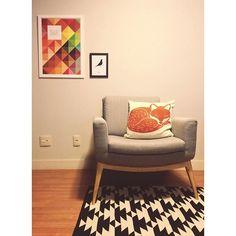 @casahabitada    Quando a composição fica linda e rende algumas fotos. #casahabitada #interior #interiordesign #decor #decora #design #detalhes #colours #cor #cores #projetoresidencial #projetoscriativos #projetosparavocêvivermelhor #furniture #liderinteriores #bykamy #tapetes #nacasadajoana
