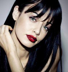 U Rock, Happy Faces, Tv Presenters, Pretty Face, Romania, Natural Beauty, The Originals, Watch, Dark