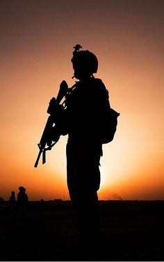 We work alone. Military Love, Military Art, Pak Army Soldiers, Indian Army Special Forces, Indian Army Wallpapers, Soldier Silhouette, Army Pics, Pakistan Armed Forces, Military Weapons