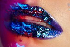 metallic blue lips Blue Lips, Blue Eyeshadow, Blue Makeup, Metallic Blue, Tiffany Blue, Lipsticks, Makeup Inspiration, Editorial Fashion, Beauty Makeup