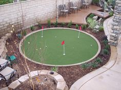 Helpful Golf Tips That Make You Better. Photo by D-Stanley Not sure what golf is all about? Home Putting Green, Backyard Putting Green, Backyard Projects, Outdoor Projects, Backyard Games, Grandmas Garden, Golf Green, Paint Colors For Living Room, Room Paint
