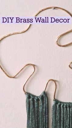 Diy Crafts For Gifts, Diy Home Crafts, Yarn Crafts, Diy Wall Art, Diy Art, Macrame Plant Hangers, Macrame Design, Macrame Patterns, Diy Room Decor