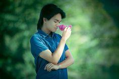 Pretending it's a sweet-smelling flower.  ©Johnny Robante, 2015