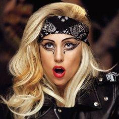 """""""Маленькие монстры"""", как Lady Gaga ласково называет своих поклонников, взбудоражены происходящим на страницах певицы в социальных сетях. Непонятные и загадочные изменения, тренд певицы #ARTPOP в топе по всему миру в Твиттере...  Читайте подробнее: http://itop.fm/genres/1-pop/849-mama-budit-monstrov-gryadet-novaya-era-lady-gaga/"""
