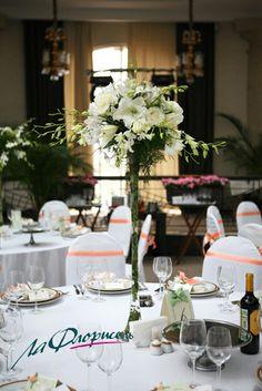 Dekoracja sali weselnej w bieli.