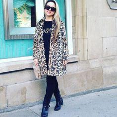 Aujourd'hui notre coup de coeur #lookdujour vient de @aristaalexa avec son superbe manteau à imprimé léopard!  Tu veux toi aussi te retrouver en vedette sur l'accueil du site? Utilise le tag @lookdujour_ca avec le #lookdujour   #lookdujour #ldj #leopardprint #prints #streetstyle #balmain #paris #ootd #cute #modemtl #style #pretty #outfitideas #cestbeau #inspiration #onaime #regram  @aristaalexa