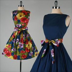 It's REVERSIBLE! HOW CUTE IS THAT?! vintage 1950s dress . floral cotton . reversible . sun dress . 3516