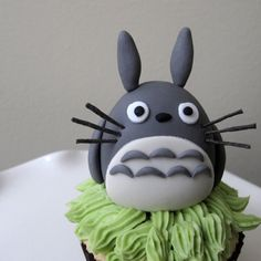 Totoro cupcake