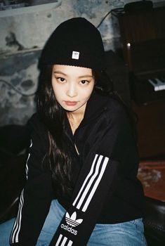 Instagram Queen, Black Pink Kpop, Blackpink Photos, Jennie Blackpink, Yg Entertainment, Metropolitan Museum, Photo Poses, Coachella, Korean Girl