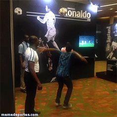 Gente intentando hacer el salto de Cristiano Ronaldo