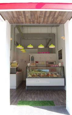Floor and ceiling wood with pop of colors - store design miranda de ebro españa Pastry Shop Interior, Cake Shop Interior, Bakery Interior, Cafe Interior Design, Cafe Design, Design Interiors, Bakery Shop Design, Coffee Shop Design, Restaurant Design