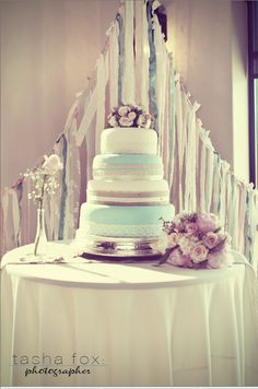 Love this wedding cake,