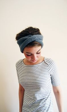 Thick and cozy knit ear warmers with a big twist. Knitting Patterns, Sewing Patterns, Knitted Headband, Knitted Hats, Headband Pattern, Knitting Projects, Crochet Projects, Knooking, Stripes